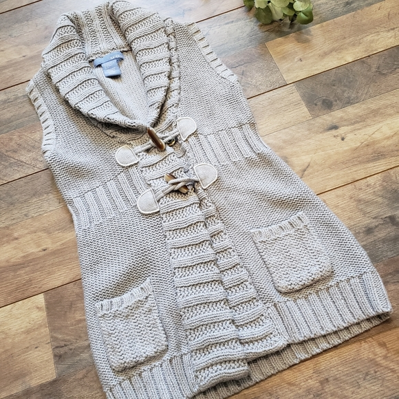 NWT Kaisley Gray Metallic Sleeveless Knit Vest